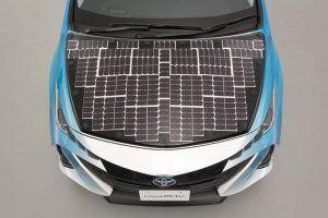 Toyota-prius-PHV-tecnologia-solar-sharp-nedo_vista-placas-capo