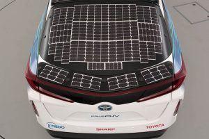 Toyota-prius-PHV-tecnologia-solar-sharp-nedo_vista-placas-puertas-traseras