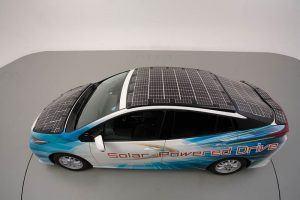 Toyota-prius-PHV-tecnologia-solar-sharp-nedo_vista-placas-techo