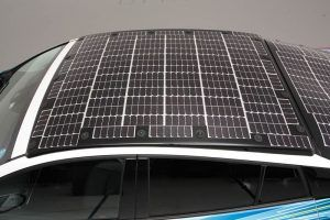 Toyota-prius-PHV-tecnologia-solar-sharp-nedo_vista-placas-techo2