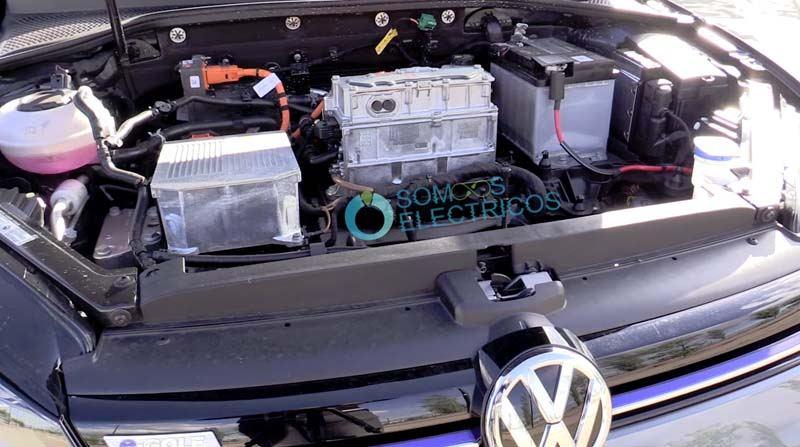 Volkswagen-e_golf-capo-delantero-motor