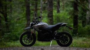 Zero-Motorcycles-DS-2020_bosque-lateral