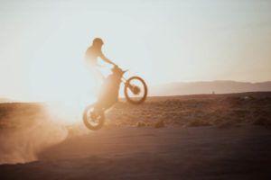 Zero-Motorcycles-FX-2020-acrobacias