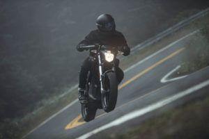 Zero-Motorcycles-SR-2020-curva