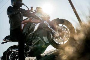 Zero-Motorcycles-SR-F-2020-acrobacias