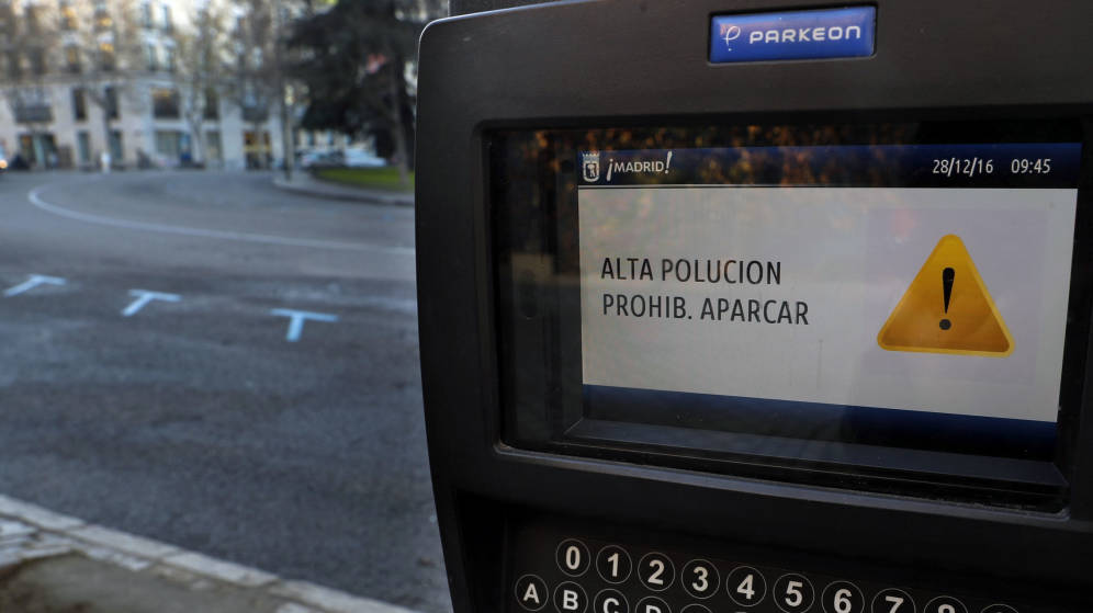 aviso-polucion-prohibido-aparcar