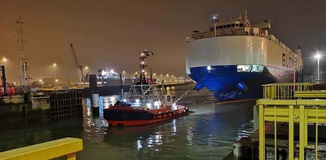 barco-tesla-model3-llegada-puerto-belgica-preparado-descargar