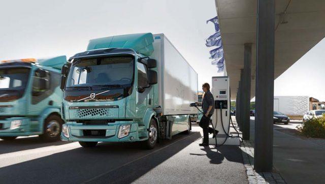 camion-electrico-volvo-fl-electrico-prearado-para-cargar-baterias