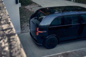 canoo-vehiculo-electrico_color-negro-vista-arriba-lateral