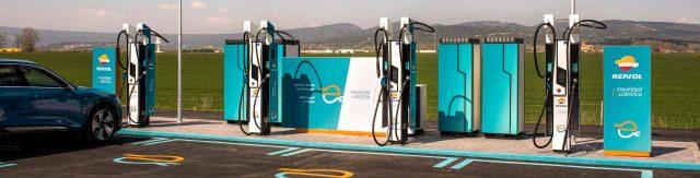 estacion-servicio-repsol-punto-recarga-coches-electricos