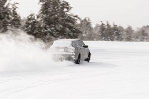 ford-prototipo-electrico-pruebas-invernales-trasera-derrape