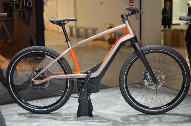 Bicicleta eléctrica expuesta en el EICMA de Milán 2019