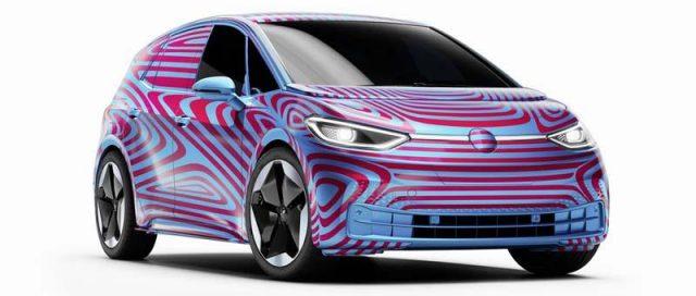 id-3-primer-electrico-volkswagen-camuflaje--apertura-reservas_lateral_frontal_principal