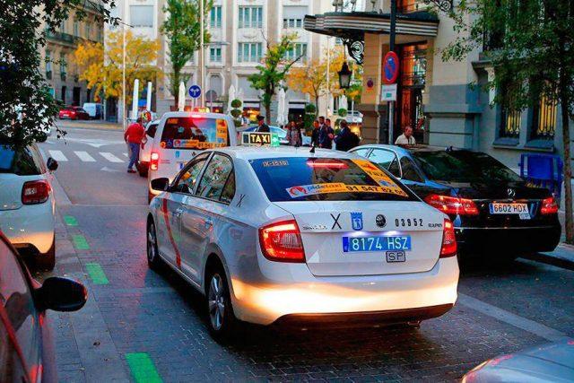 Matricula azul y blanca en taxis y VTC