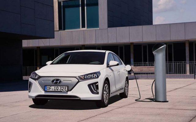 nuevo_Hyundai_IONIQ_Electric_cargando