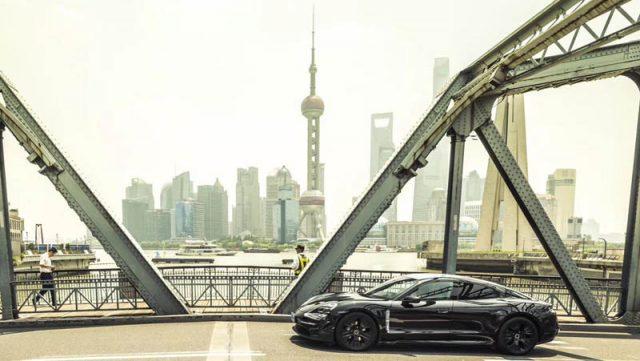 porsche-taycan-shanghai-recorriendo-calles-shanghai-puente