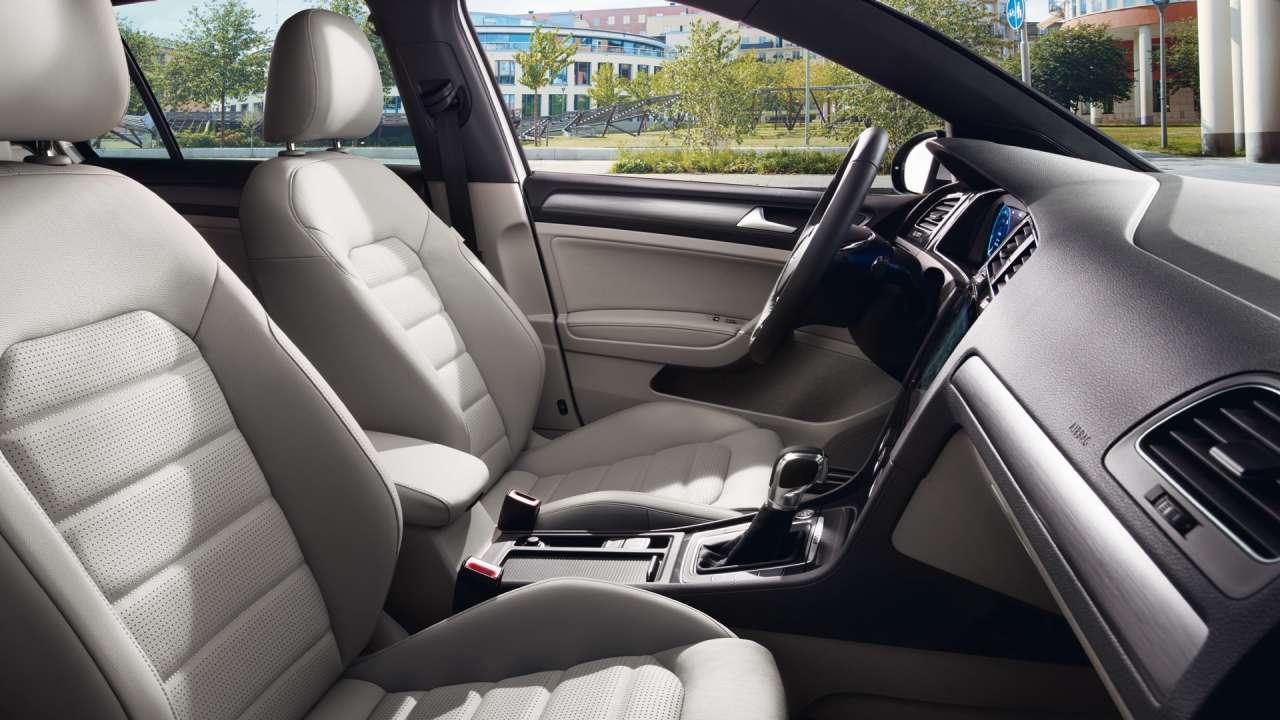 volkswagen-e_golf-interior-asientos-plazas-delanteras