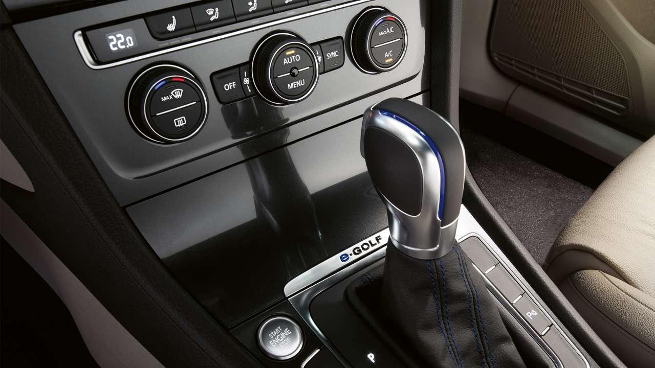 volkswagen-e_golf-palanca-cambios-automatica-detalles-color-azul